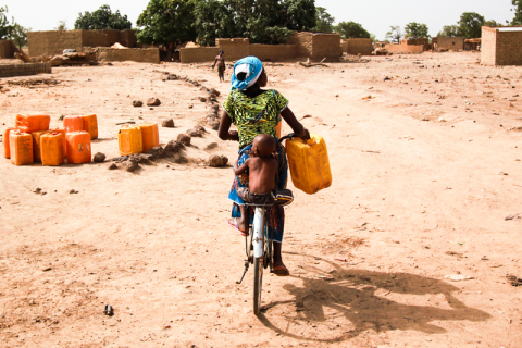 Water suppliers carrying life by Lucien Stolze