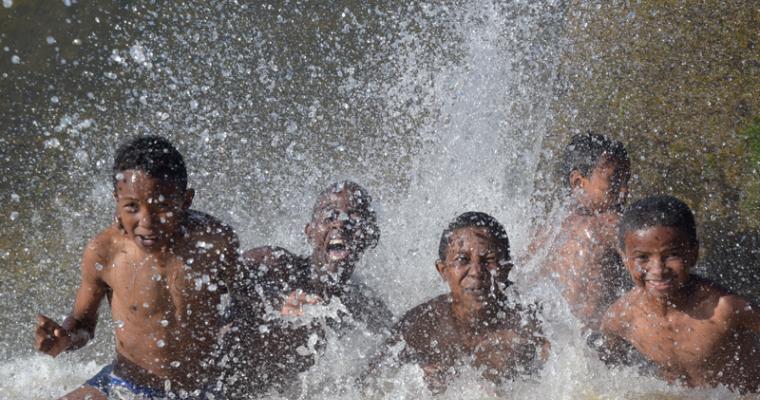 L'eau une source de joie by Ramanambahoaka Tolotra Andriamparany Mickael
