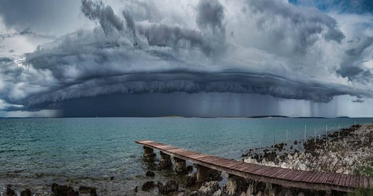 Shelf cloud by Danijel Palčić